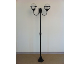 Traditional Style Post Light in Black Color